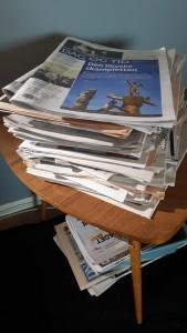 Når går situasjonen over frå å vera eit salongbord med aviser til å bli ein avisstabel med eit salongbord inni?
